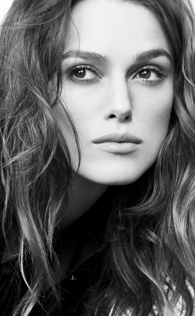 Keira Knightley in Black & White Wallpaper for Apple iPhone 4 / 4s