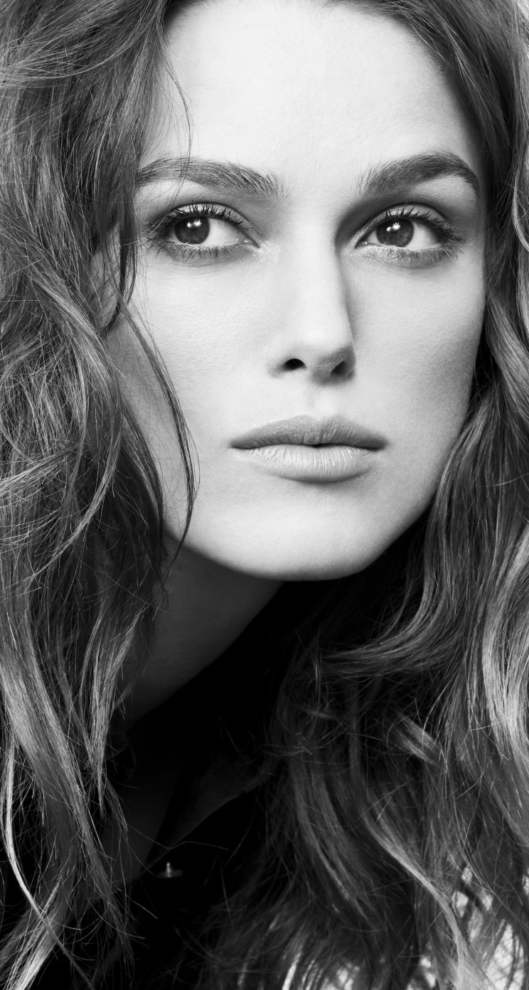 Keira Knightley in Black & White Wallpaper for Apple iPhone 5 / 5s