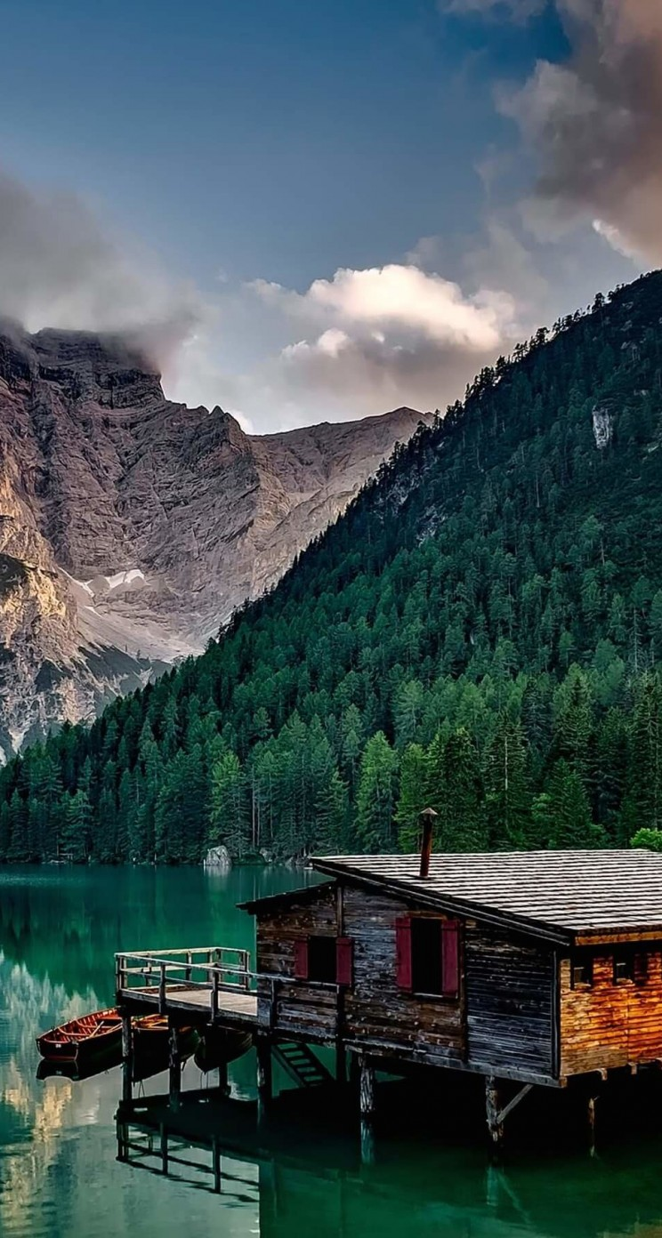 Lake Prags - Italy Wallpaper for Apple iPhone 5 / 5s
