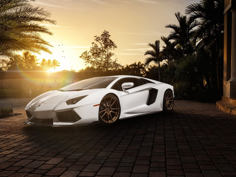 Lamborghini Aventador LP700-4 in White Wallpaper for Desktop 800x600