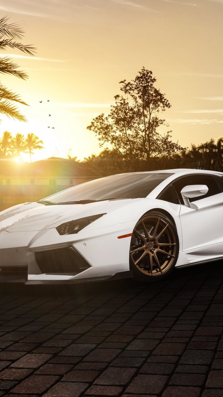 Lamborghini Aventador LP700-4 in White Wallpaper for Motorola Droid Razr HD
