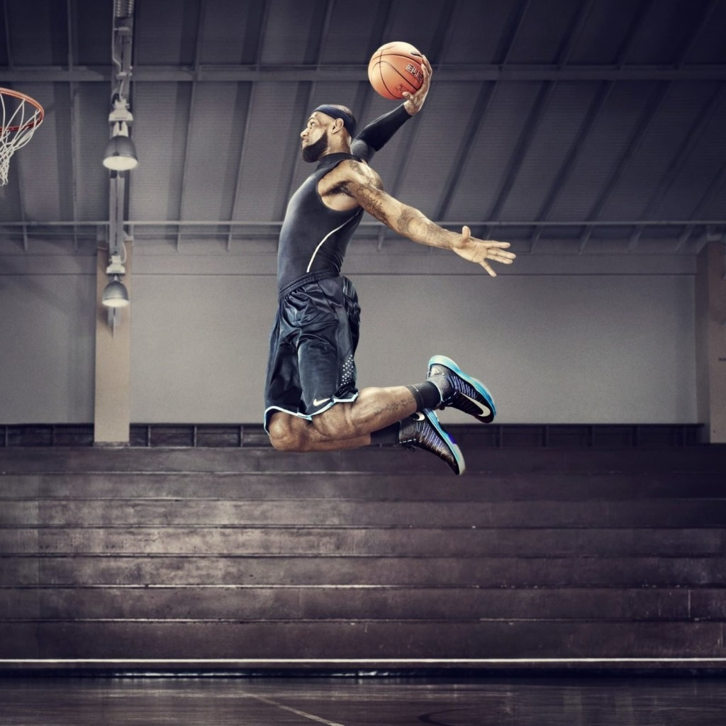 Lebron James Dunk Wallpaper for Apple iPad