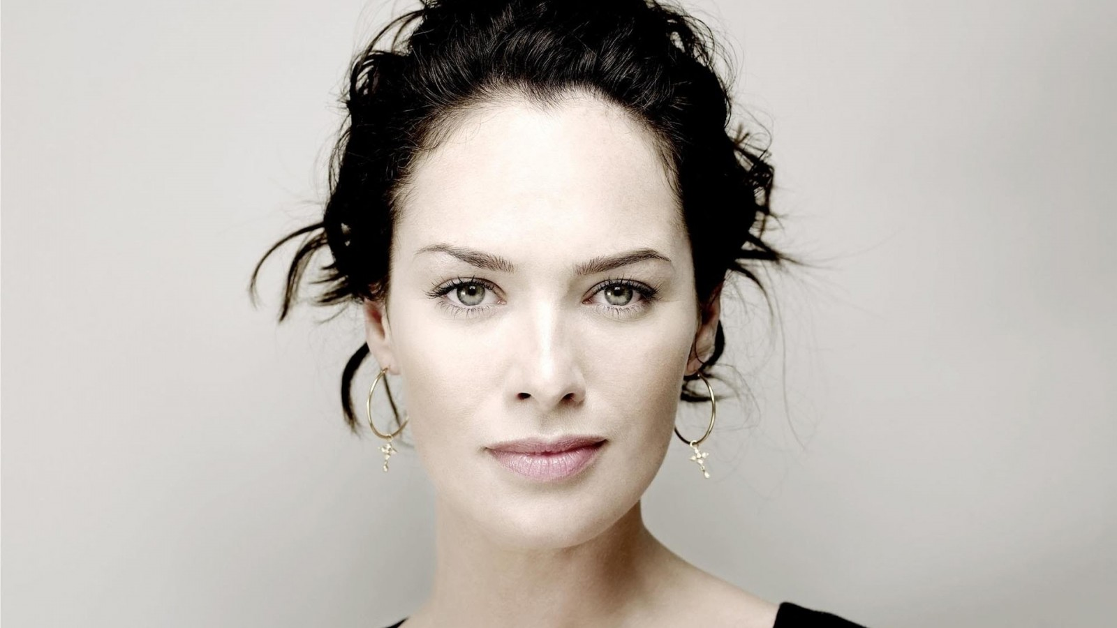 Lena Headey Portrait Wallpaper for Desktop 1600x900