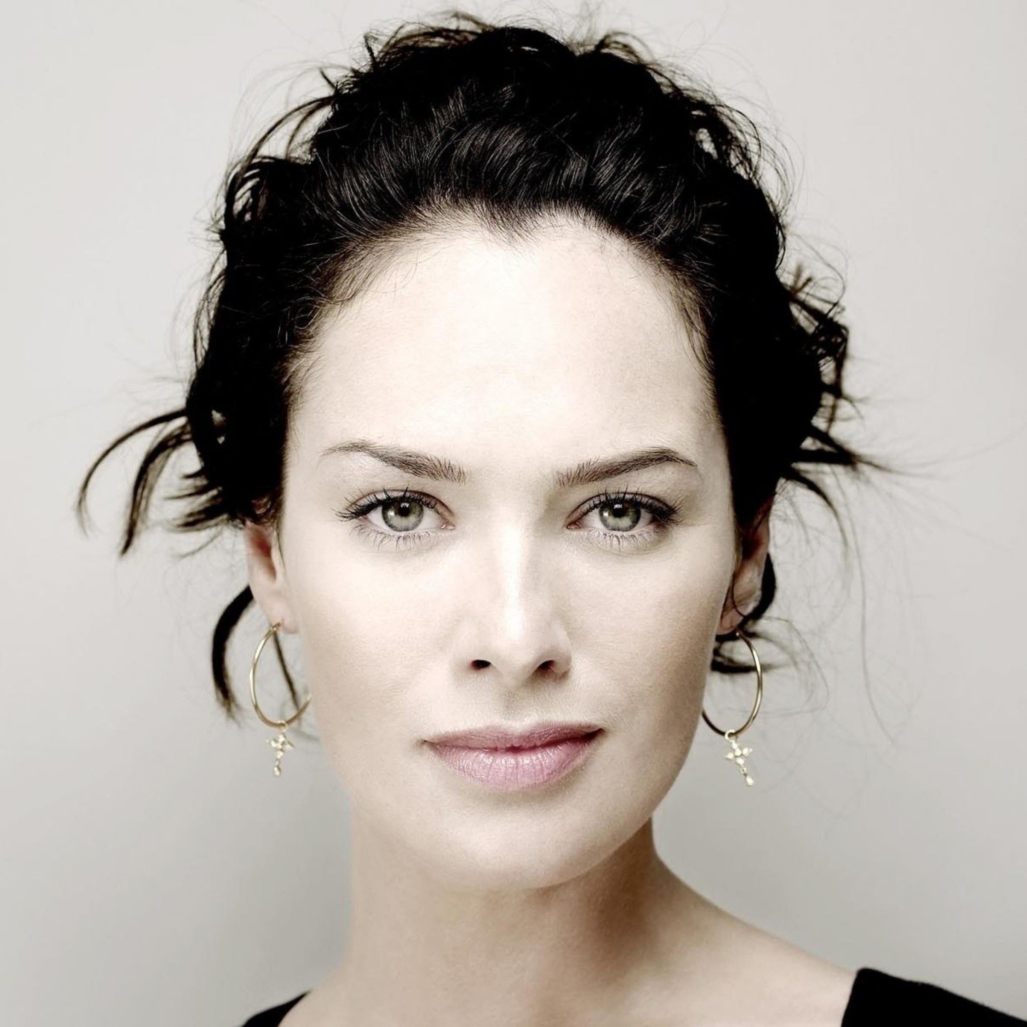 Lena Headey Portrait Wallpaper for Google Nexus 9