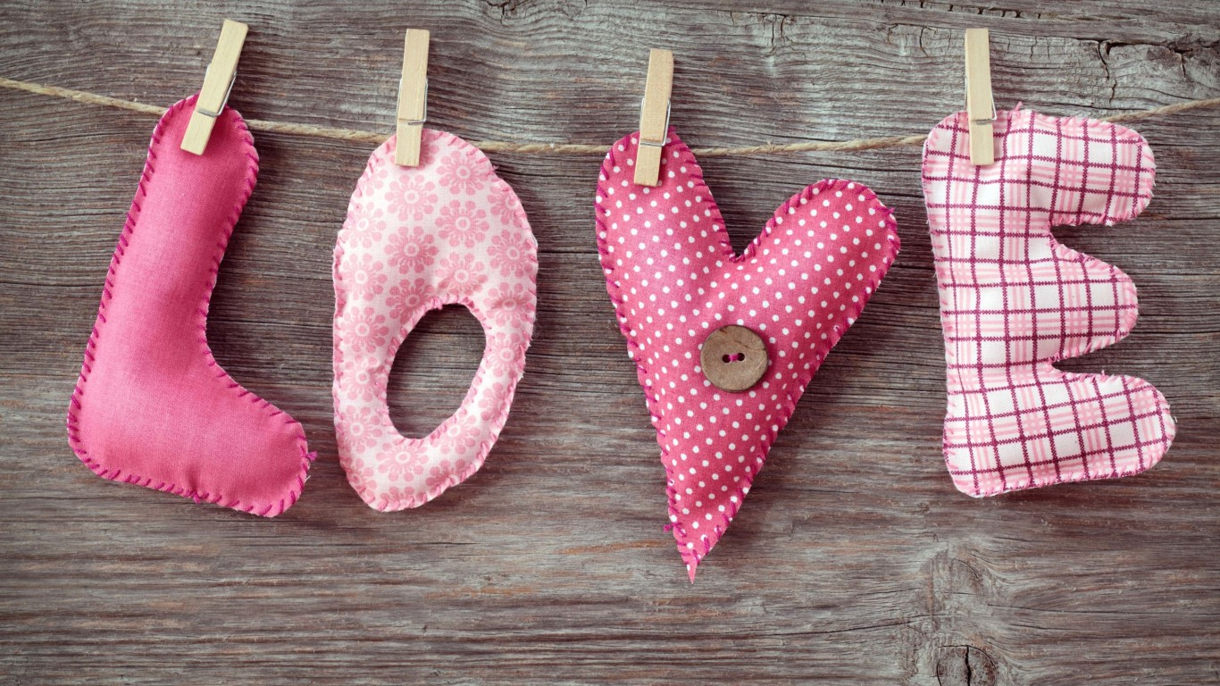 Love Letters Clothespin Wallpaper for Desktop 1366x768