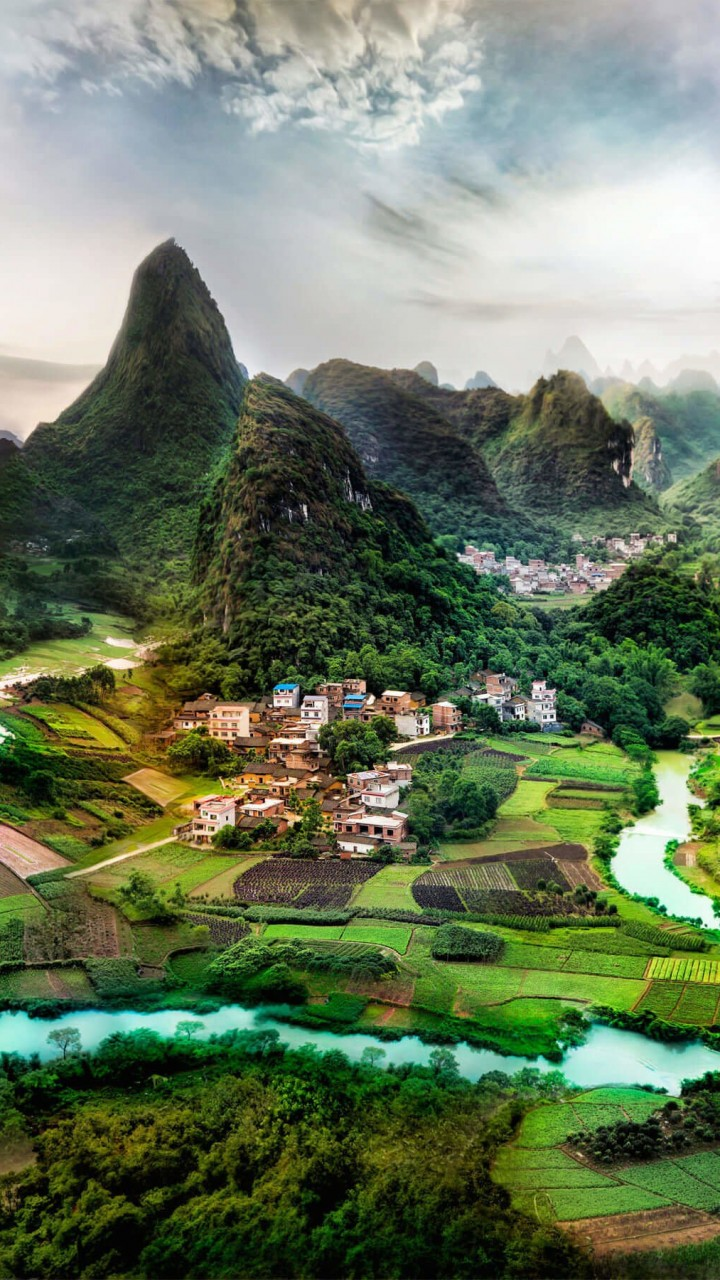 Lovely Green Hills Wallpaper for SAMSUNG Galaxy S3