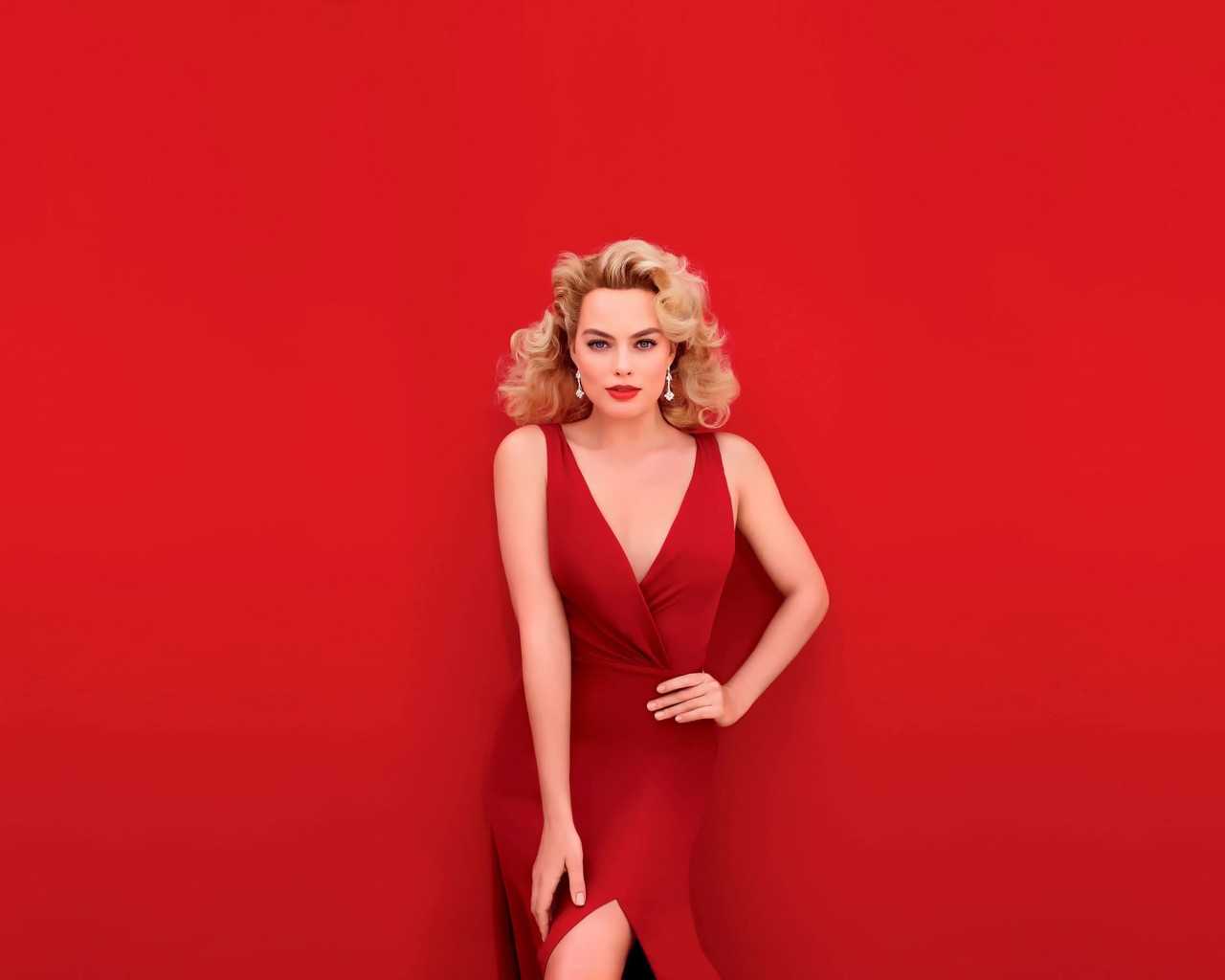 Margot Robbie In Red Wallpaper for Desktop 1280x1024