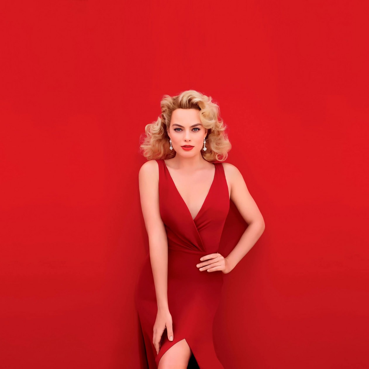 Margot Robbie In Red Wallpaper for Apple iPad mini