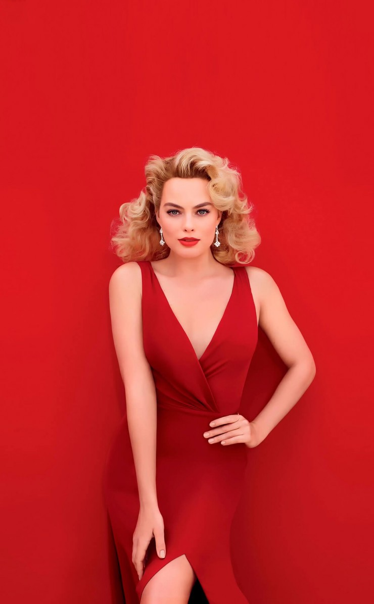 Margot Robbie In Red Wallpaper for Apple iPhone 4 / 4s