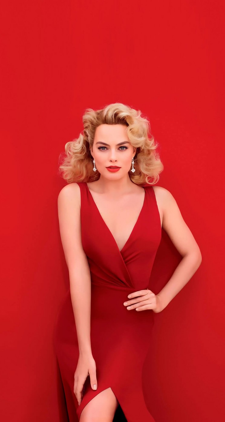 Margot Robbie In Red Wallpaper for Apple iPhone 5 / 5s