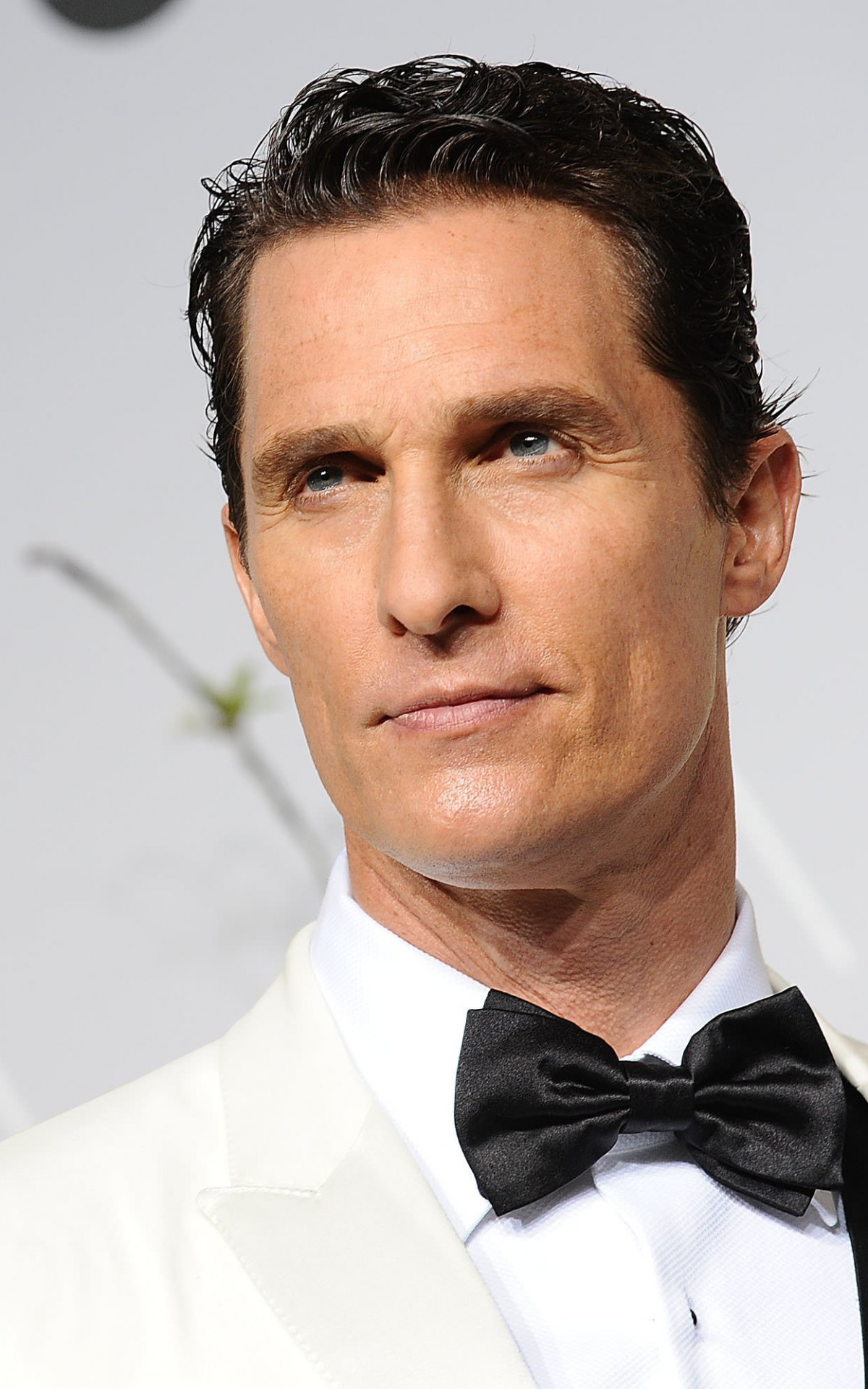 Matthew Mcconaughey in White Tuxedo Wallpaper for Amazon Kindle Fire HDX