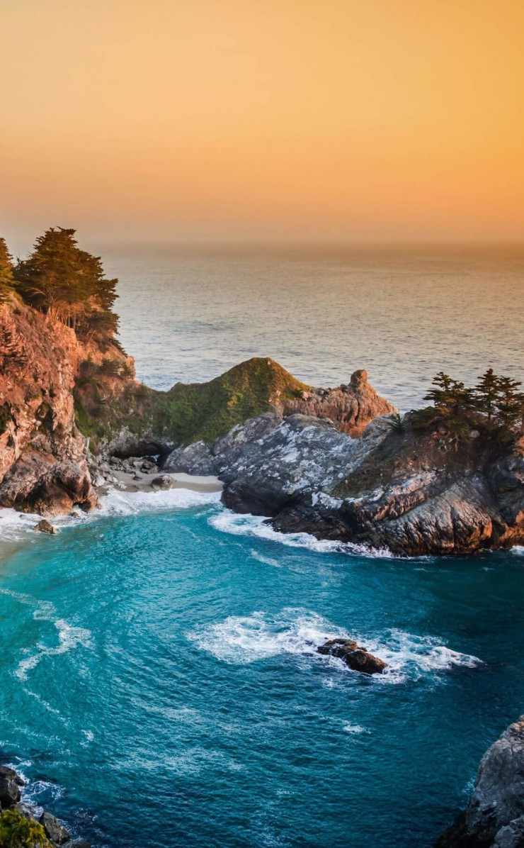 McWay Falls in Big Sur, California, USA Wallpaper for Apple iPhone 4 / 4s