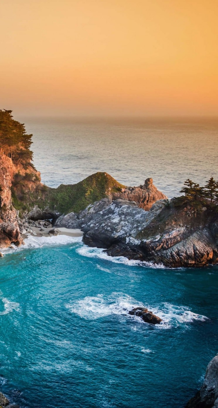 McWay Falls in Big Sur, California, USA Wallpaper for Apple iPhone 5 / 5s