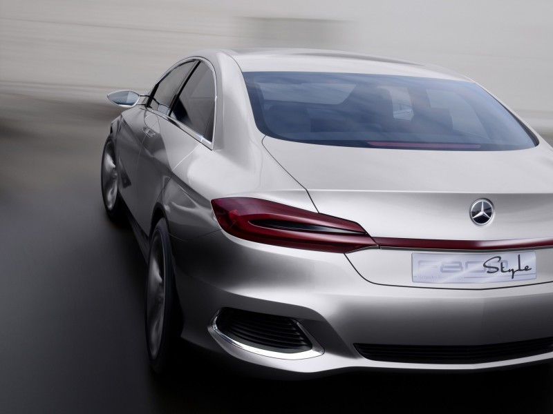 Mercedes Benz F800 Concept Rear View Wallpaper for Desktop 800x600