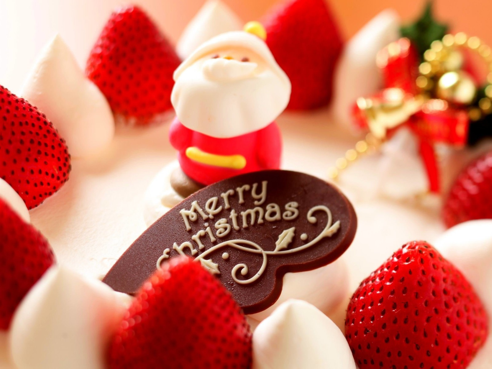 Merry Christmas Strawberry Dessert Wallpaper for Desktop 1600x1200