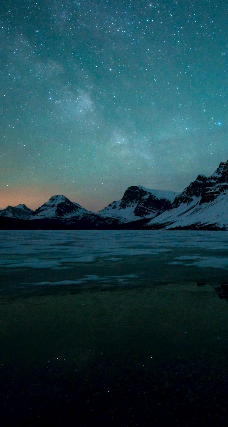 Milky Way over Bow Lake, Alberta, Canada Wallpaper for Apple iPhone 5 / 5s