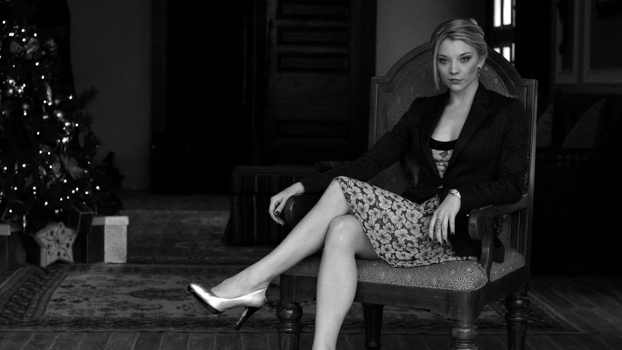 Natalie Dormer in Black & White Wallpaper for Desktop 2560x1440