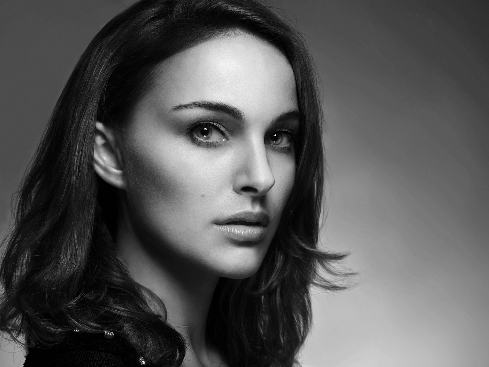 Natalie Portman in Black & White Wallpaper for Desktop 1600x1200