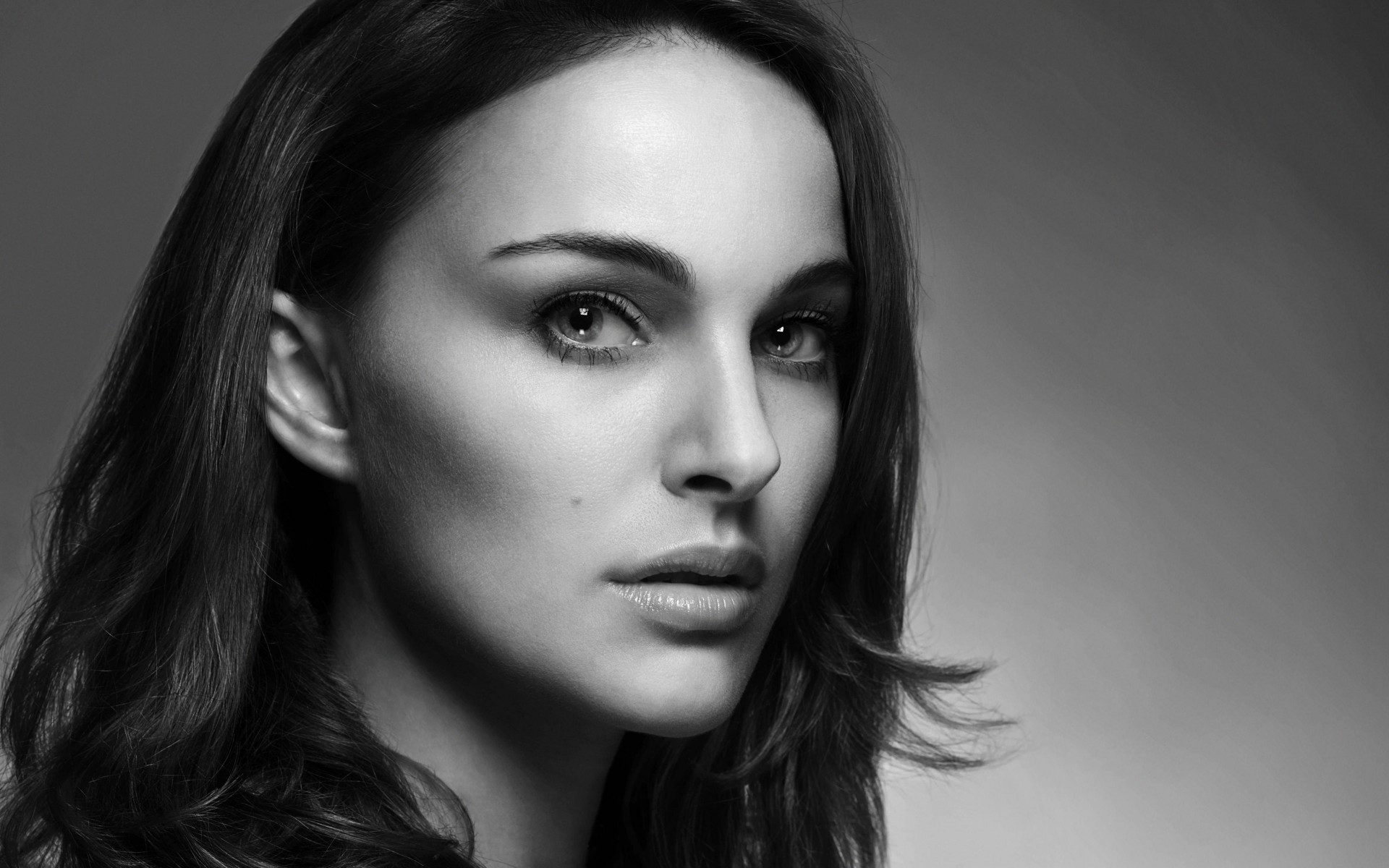 Natalie Portman in Black & White Wallpaper for Desktop 1920x1200