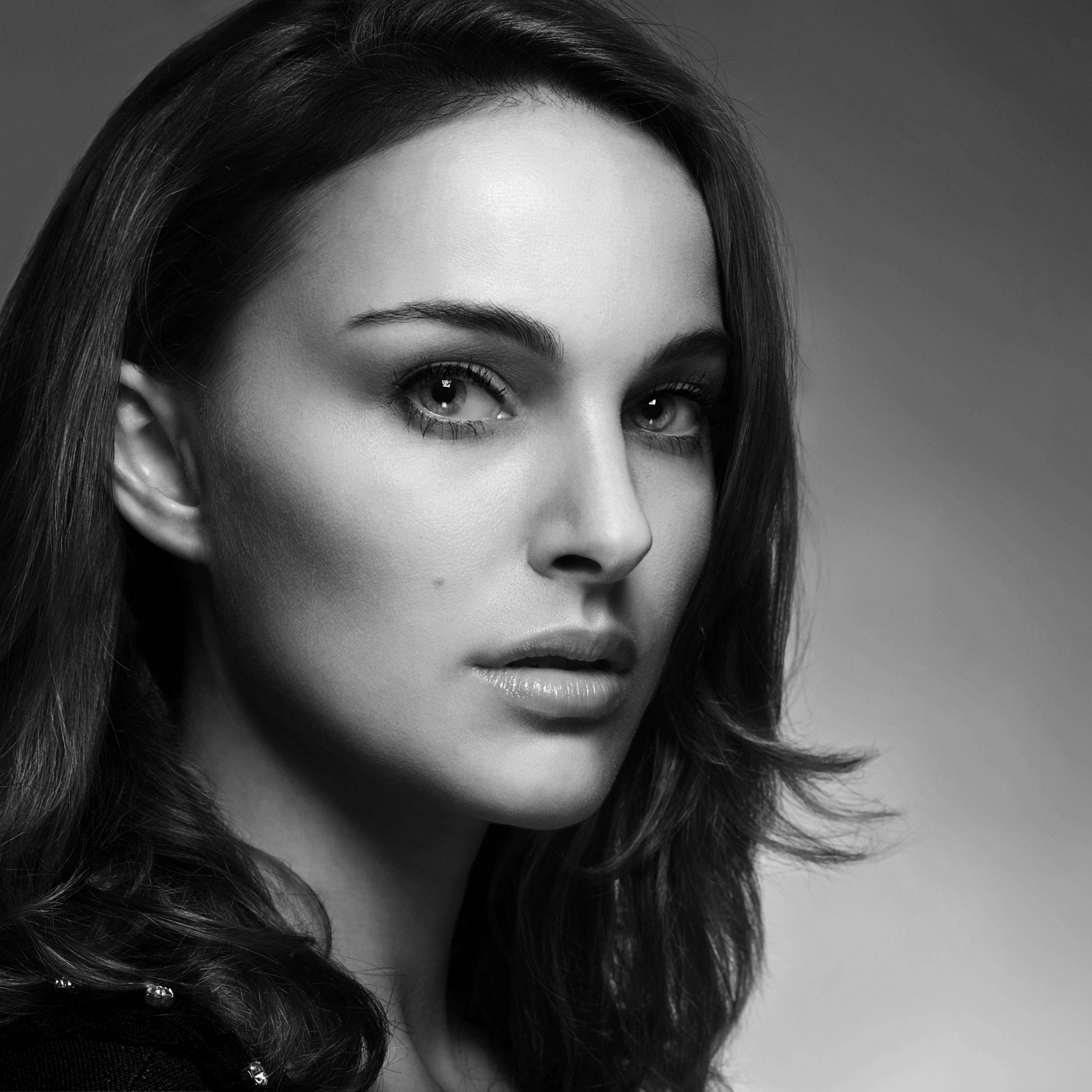 Natalie Portman in Black & White Wallpaper for Apple iPad 3