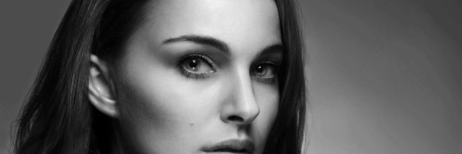 Natalie Portman in Black & White Wallpaper for Social Media Twitter Header