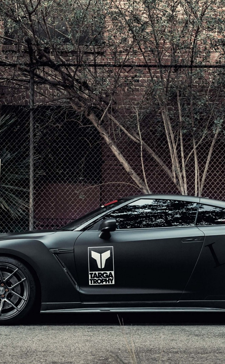 Nissan GT-R Black Edition Wallpaper for Apple iPhone 4 / 4s