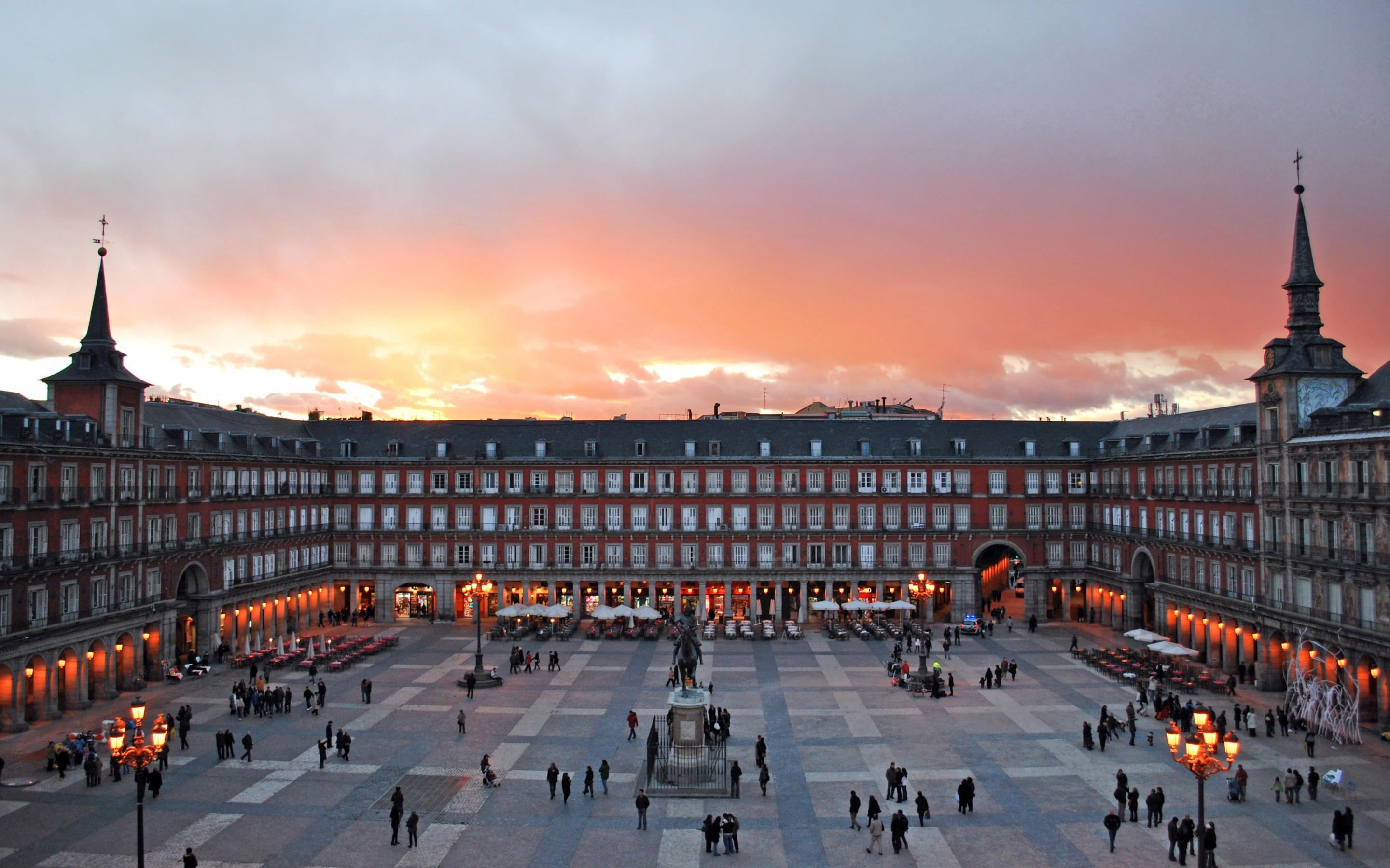 Plaza Mayor, Madrid, Spain Wallpaper for Desktop 2880x1800