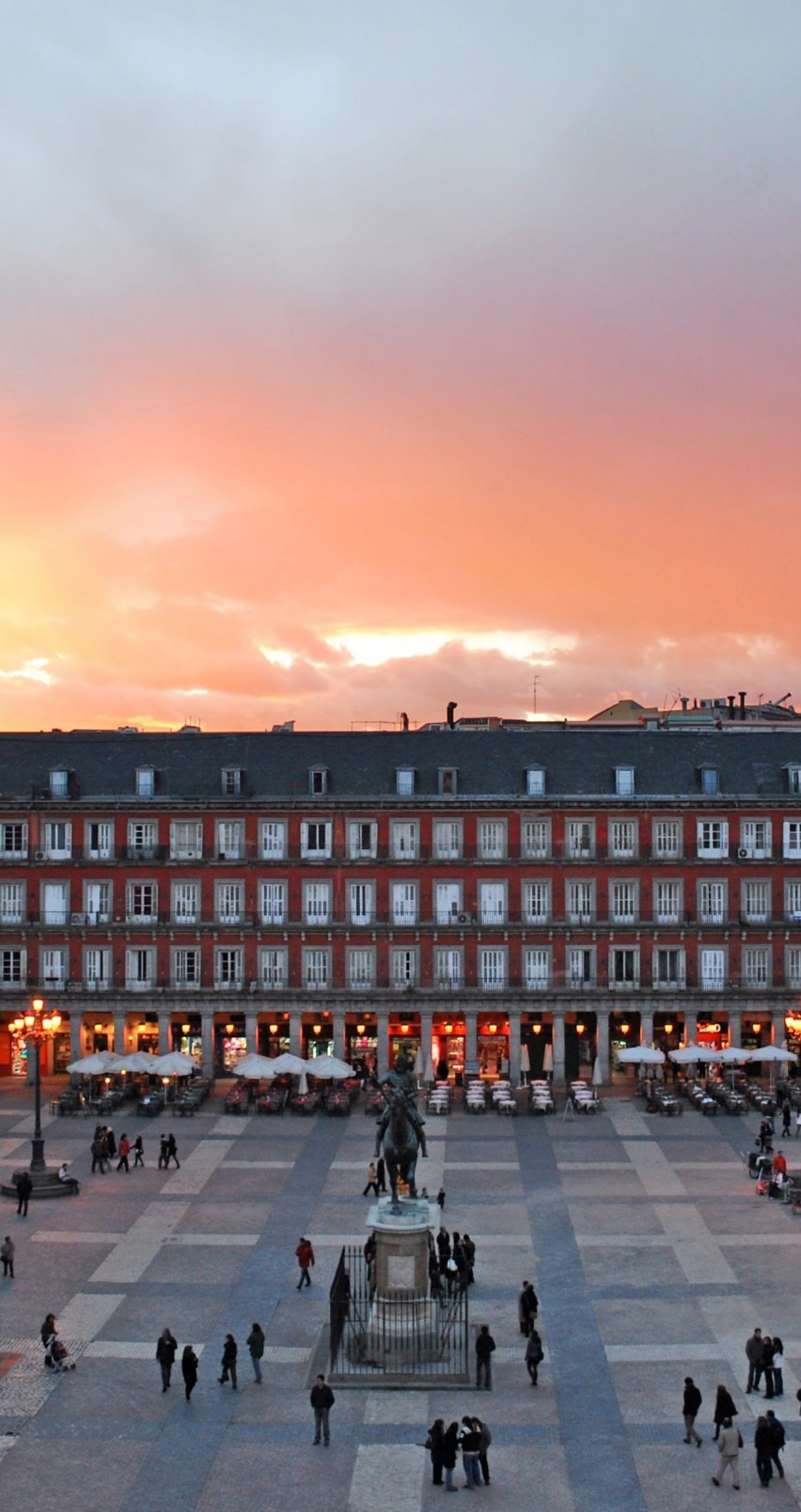 Plaza Mayor, Madrid, Spain Wallpaper for Apple iPhone 6 / 6s