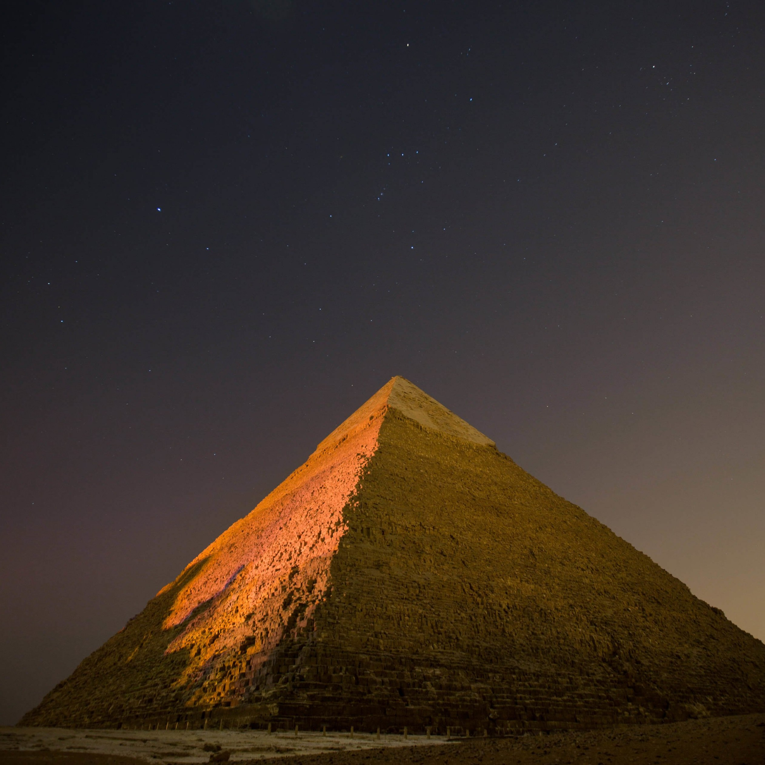 Pyramid by Night Wallpaper for Apple iPad 4