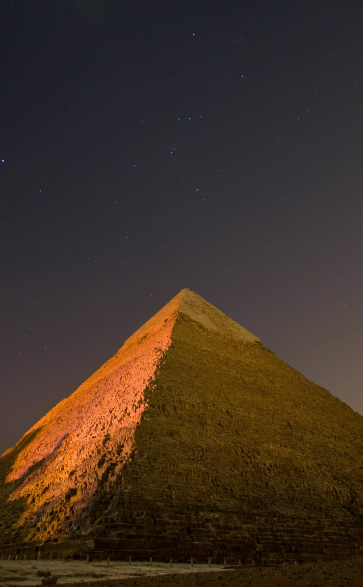 Pyramid by Night Wallpaper for Apple iPhone 4 / 4s