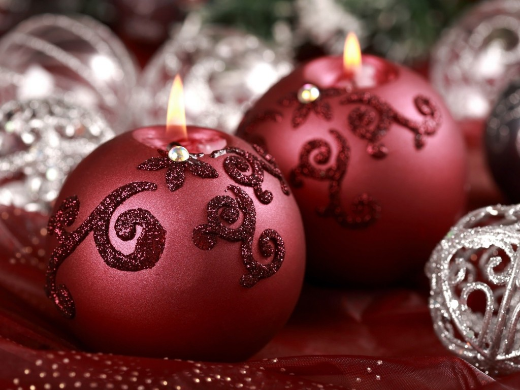 Red Christmas Ornament Ball Candles Wallpaper for Desktop 1024x768