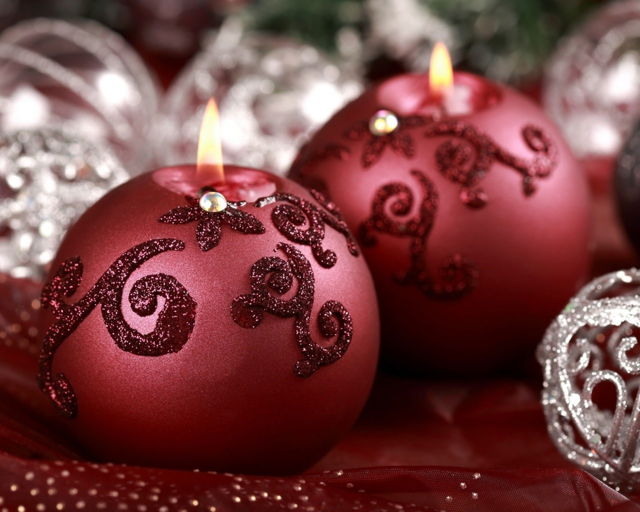 Red Christmas Ornament Ball Candles Wallpaper for Desktop 1280x1024