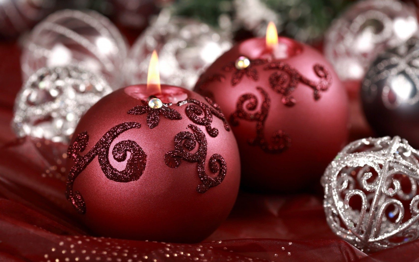 Red Christmas Ornament Ball Candles Wallpaper for Desktop 1680x1050