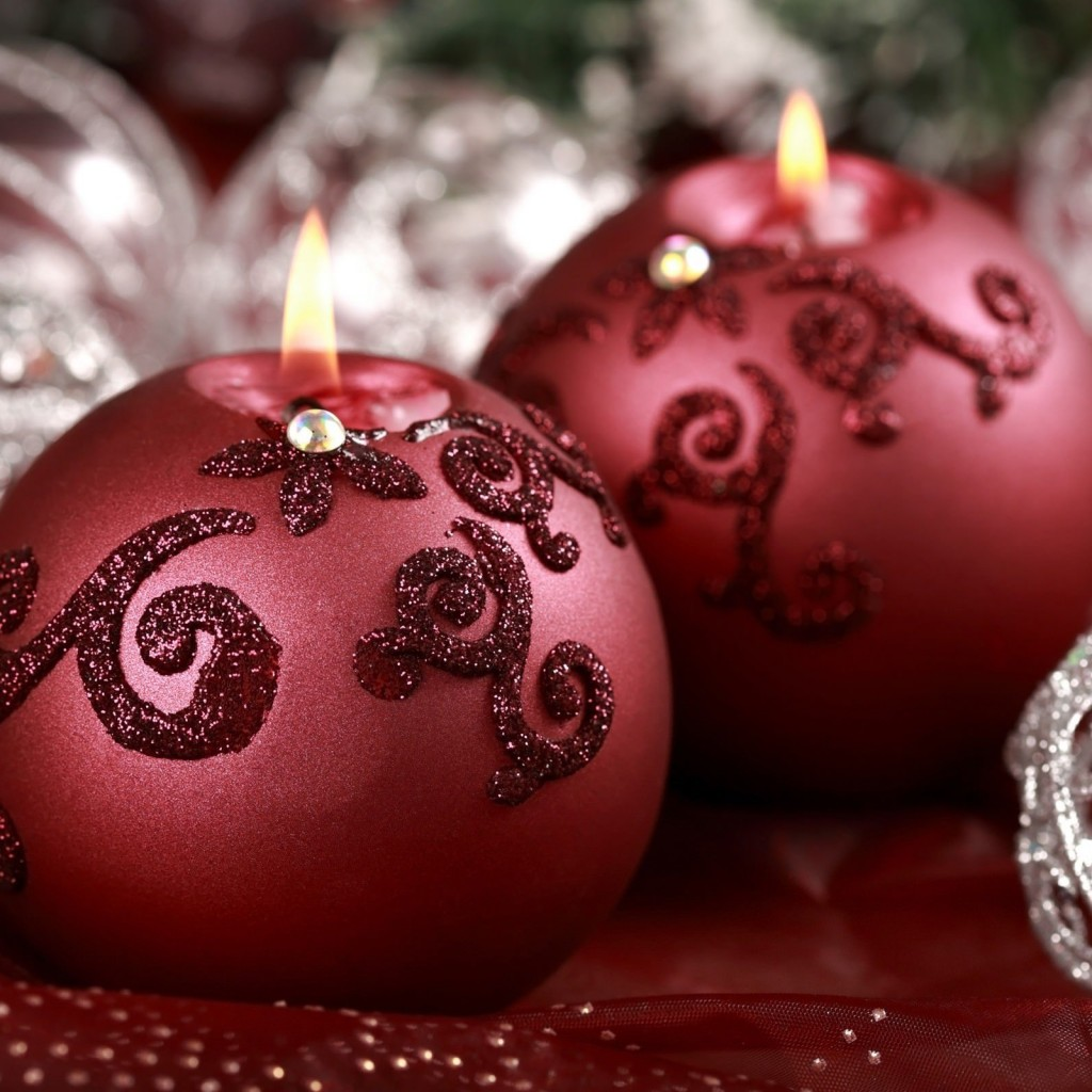Red Christmas Ornament Ball Candles Wallpaper for Apple iPad 2