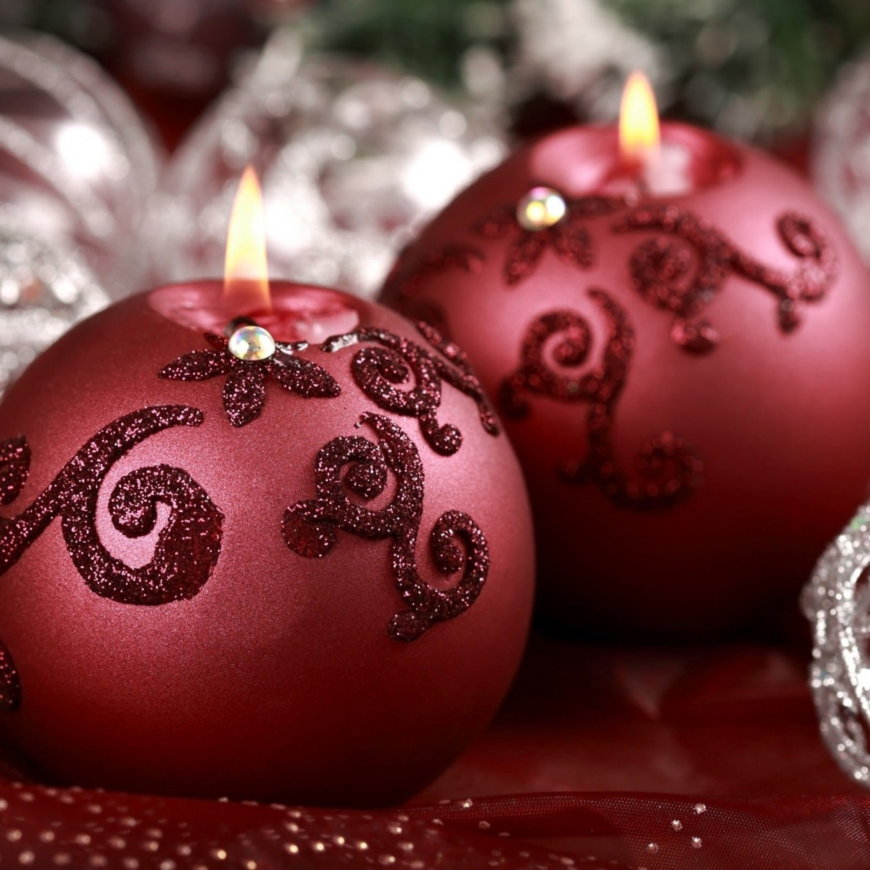 Red Christmas Ornament Ball Candles Wallpaper for Apple iPad mini