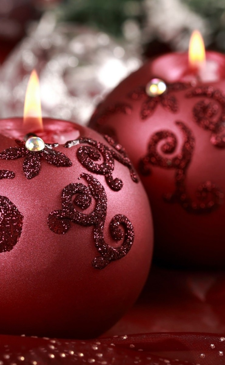 Red Christmas Ornament Ball Candles Wallpaper for Apple iPhone 4 / 4s
