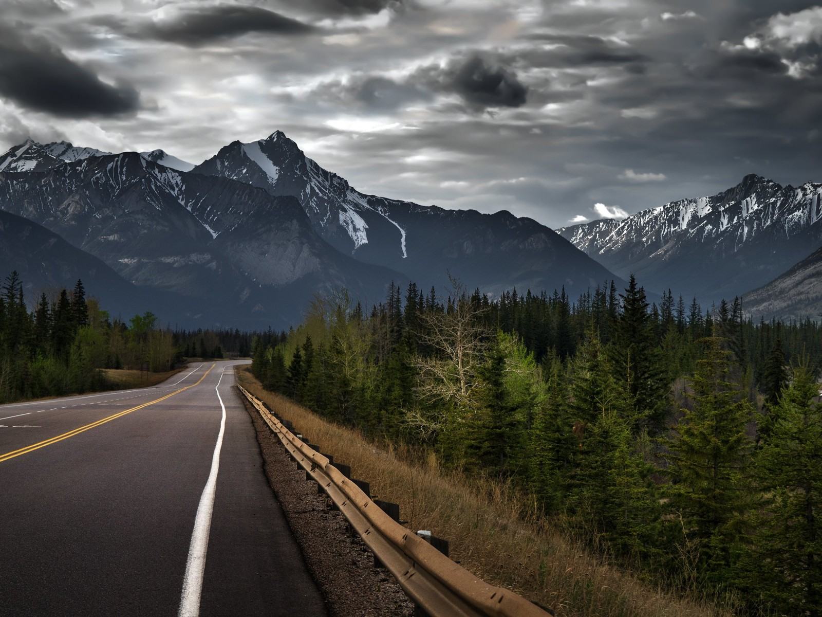 Road trip on a stormy day, Canada Wallpaper for Desktop 1600x1200