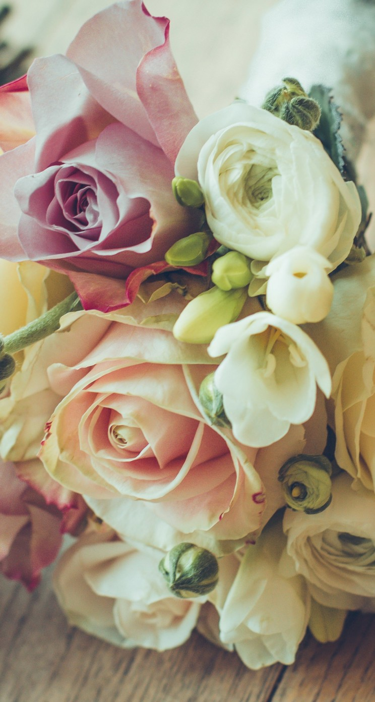 Roses Bouquet Composition Wallpaper for Apple iPhone 5 / 5s