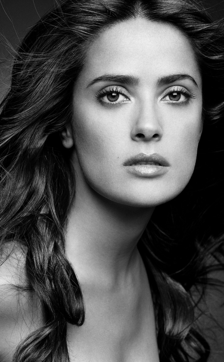 Salma Hayek Black & White Portrait Wallpaper for Apple iPhone 4 / 4s