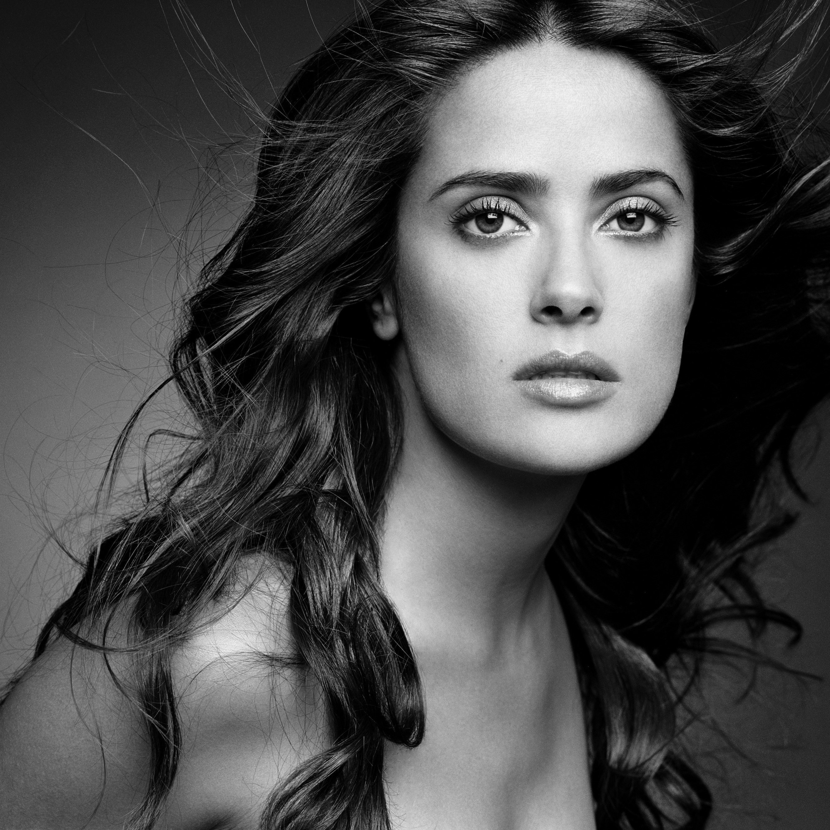 Salma Hayek Black & White Portrait Wallpaper for Apple iPhone 6 Plus