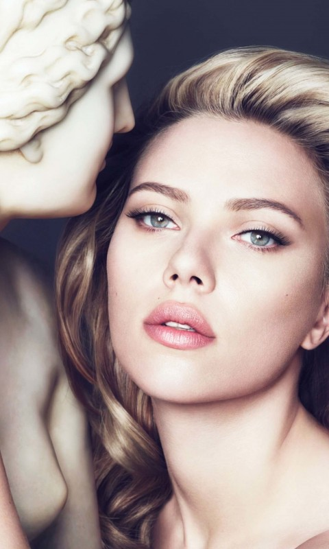 Scarlett Johansson in Dolce & Gabbana Advert Wallpaper for SAMSUNG Galaxy S3 Mini