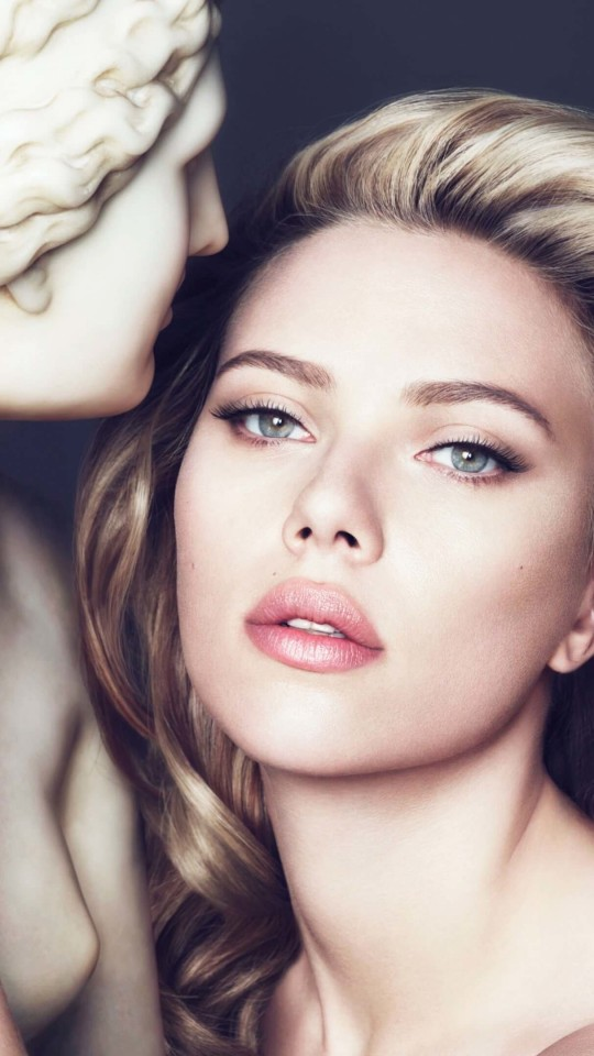 Scarlett Johansson in Dolce & Gabbana Advert Wallpaper for LG G2 mini