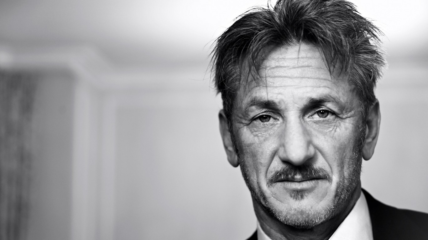 Sean Penn Portrait in Black & White Wallpaper for Desktop 1366x768