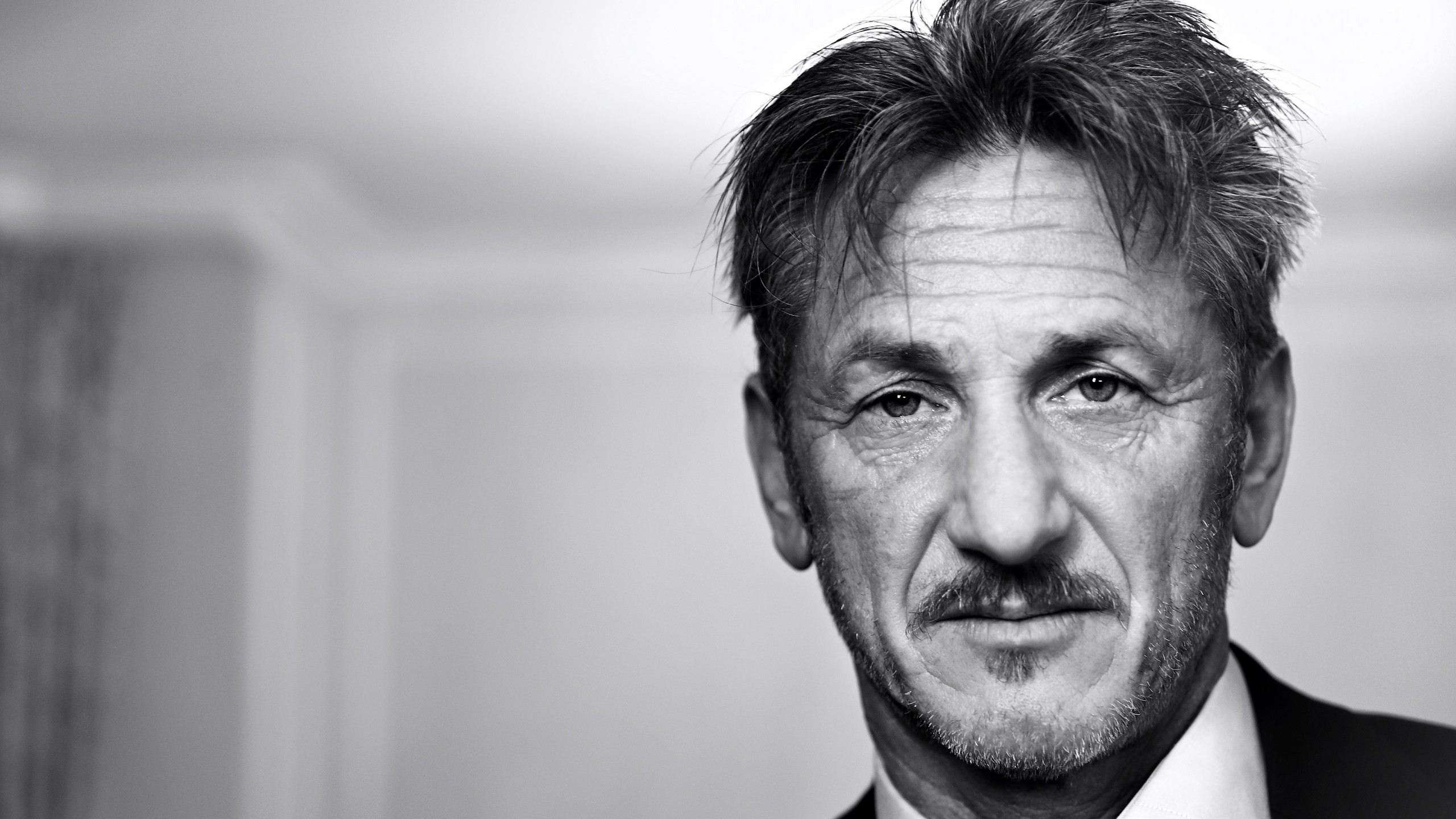 Sean Penn Portrait in Black & White Wallpaper for Desktop 2560x1440