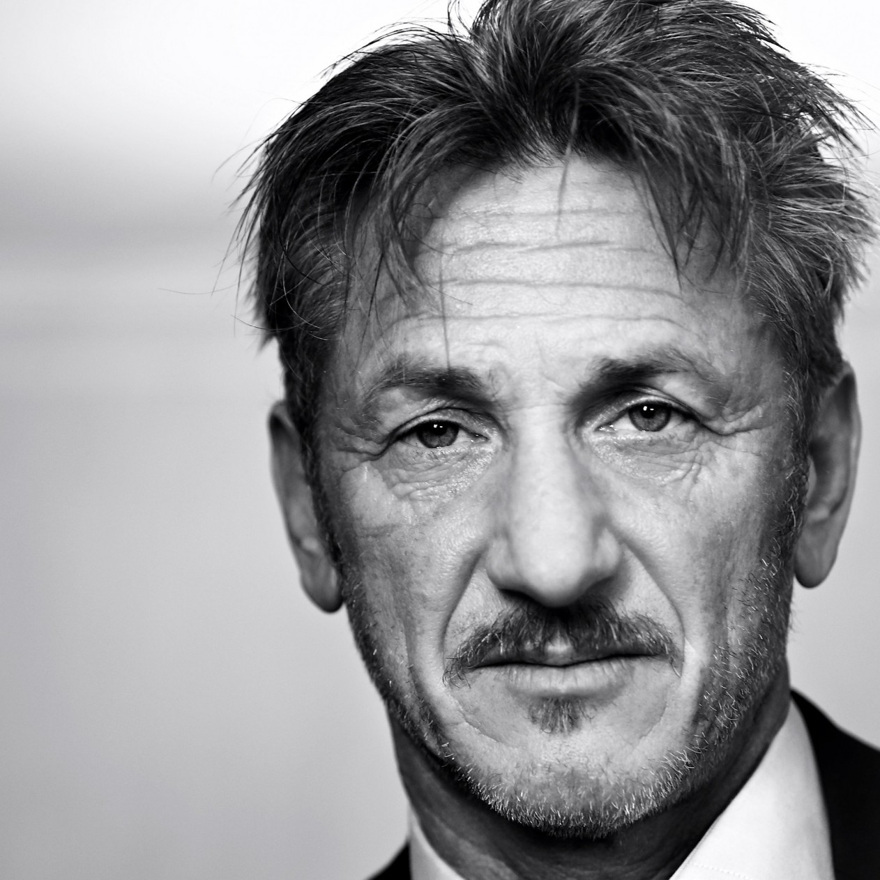 Sean Penn Portrait in Black & White Wallpaper for Apple iPad mini