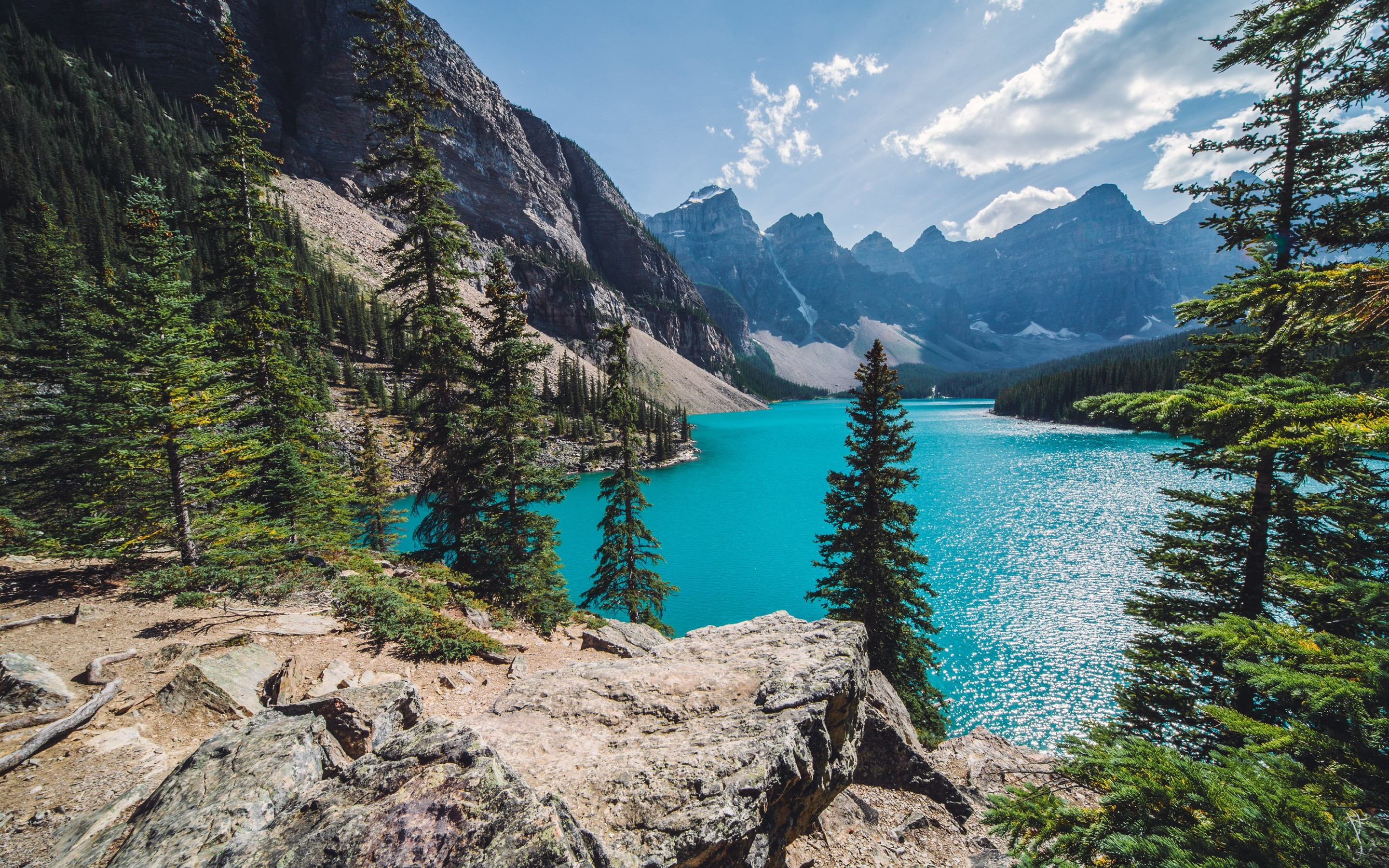 Sunny day over Moraine Lake Wallpaper for Desktop 2880x1800