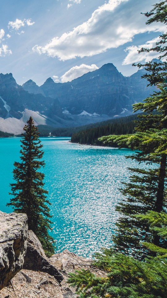 Sunny day over Moraine Lake Wallpaper for SAMSUNG Galaxy S4 Mini