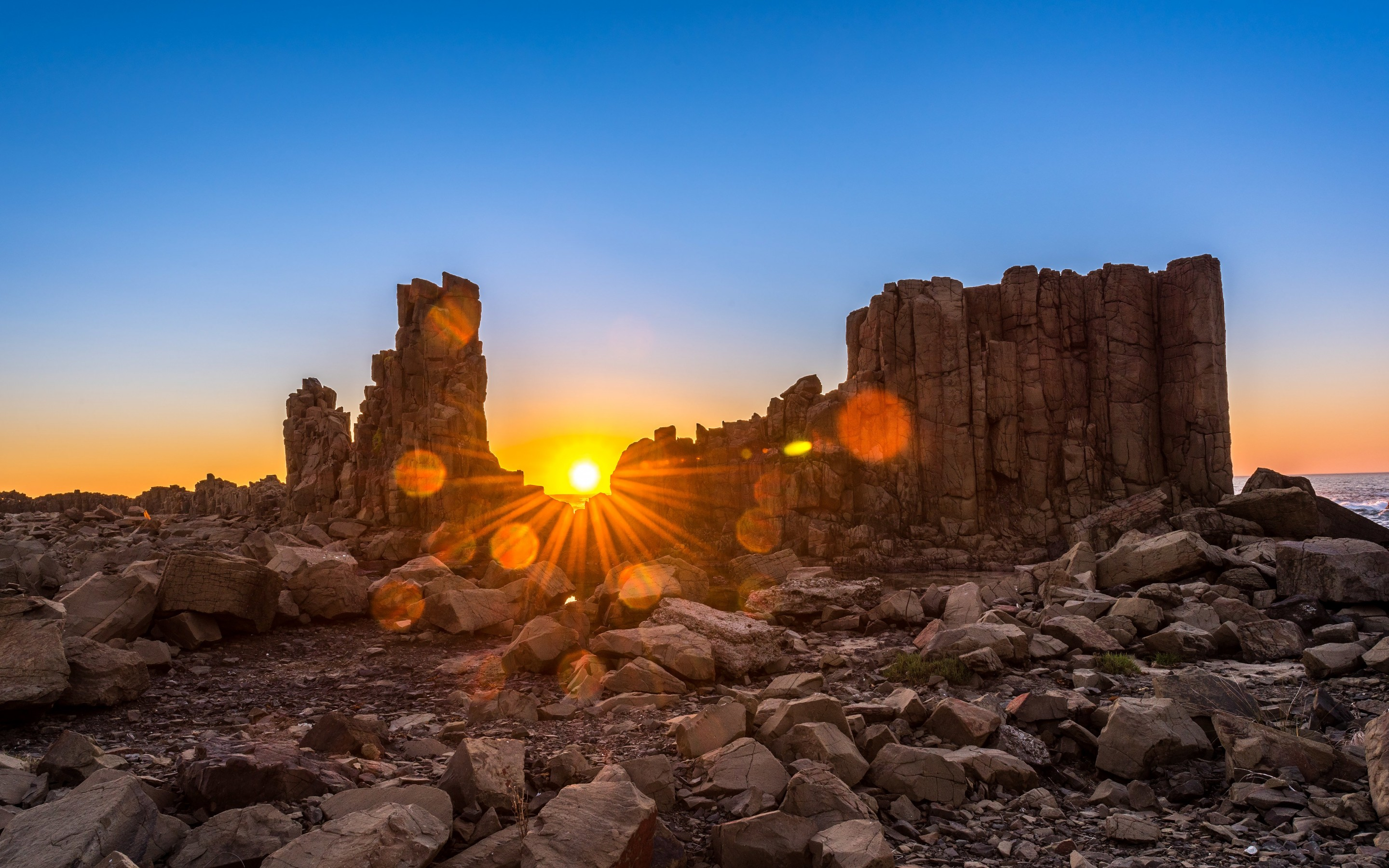Sunrise Over Bombo Headland, Australia Wallpaper for Desktop 2880x1800