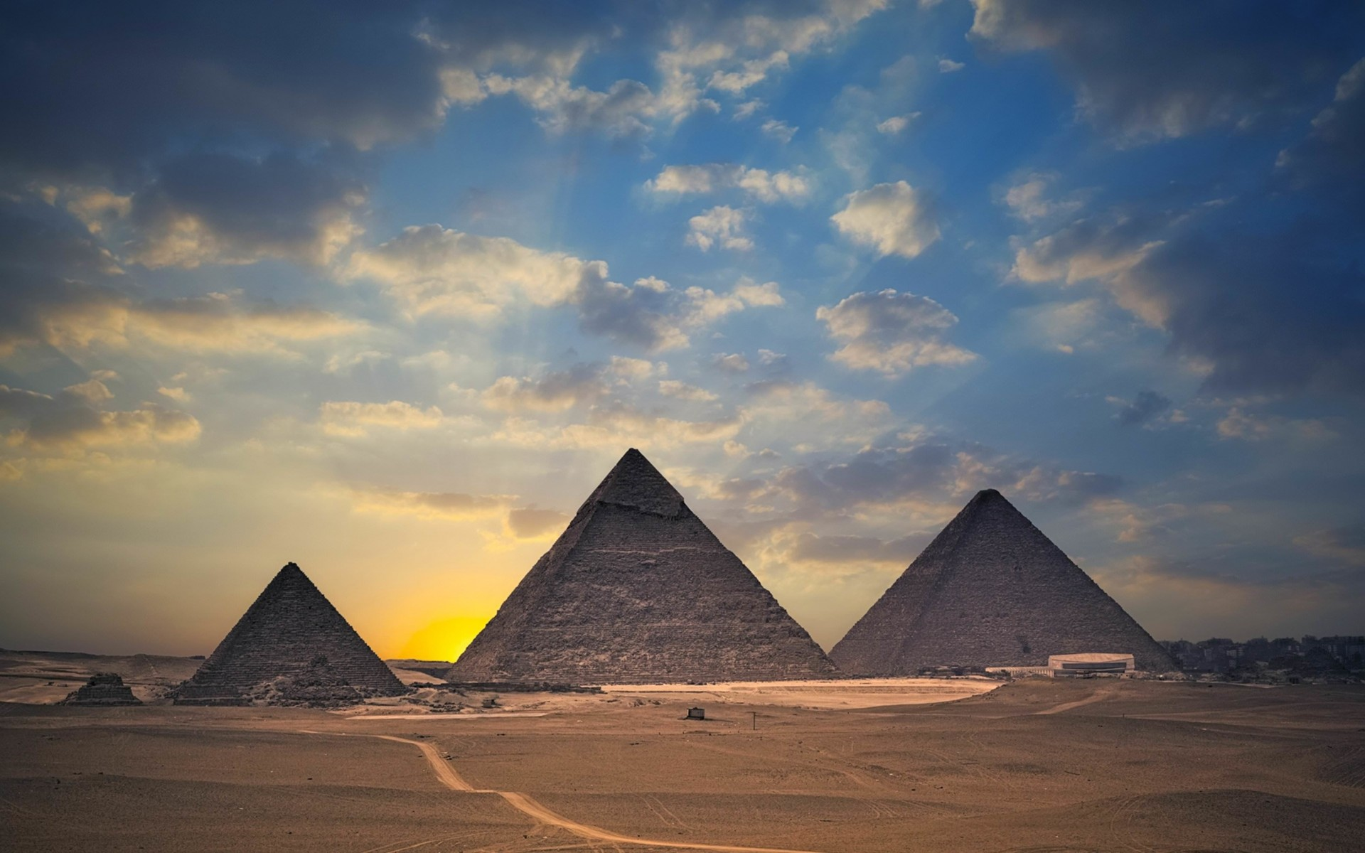 The Great Pyramids of Giza Wallpaper for Desktop 1920x1200