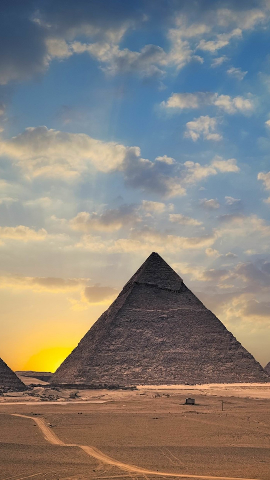 The Great Pyramids of Giza Wallpaper for HTC One